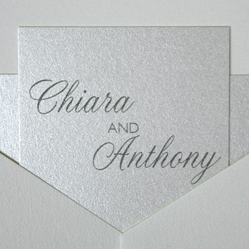 Chiara and Anthony: invitation with belly band and names plate printed in thermography