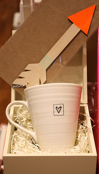 Heart mug, painted wooden arrow decoration